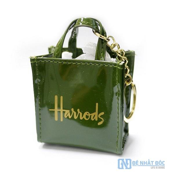 Harrod chọn một màu xanh đậm, đó là sự kết hợp của giàu có và đặc quyền